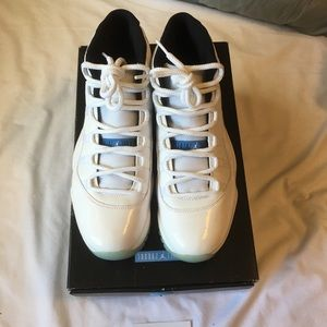 Air Jordan 11 legend blue size 10